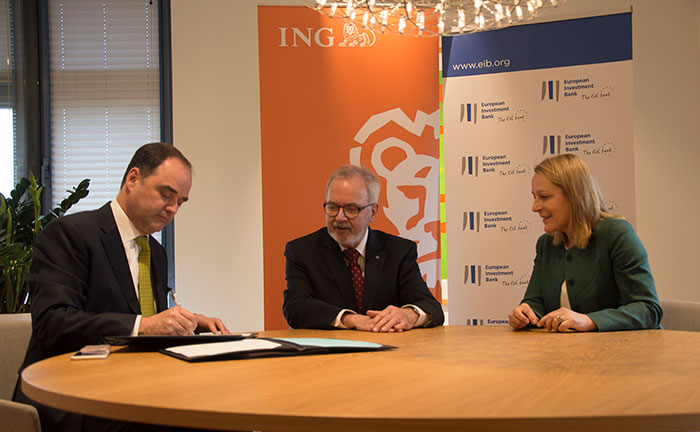 Photo, left to right: Stephen Fewster (ING), Werner Hoyer (EIB) and Isabel Fernandez (ING)