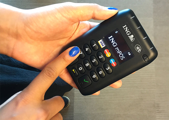 Light and easy card processing ing the device is light fits in a pocket and connects via bluetooth to a mobile phone app that enables both debit and credit cards payments to be made and reheart Gallery
