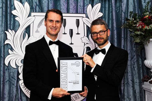 ING UK CEO Gerald Walker (left) receives ING's award from <em>Euromoney</em> Western Europe regional editor Dominic O'Neill (right)