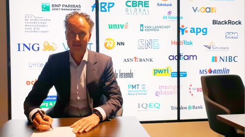 ING Netherlands CEO Vincent van den Boogert signed the agreement on behalf of ING in the presence of the Dutch Minister of Finance in The Hague.