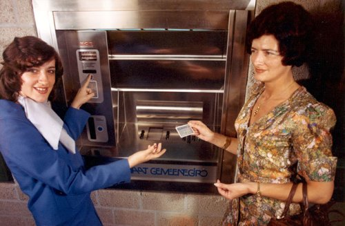 The first cash machine introduced by Gemeentegiro in Amsterdam in 1976. </br>Image from Historical Archive ING.