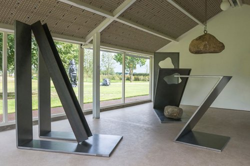 "<strong>Loan</strong>: <em>No title</em>, Marinus Boezem, 1980<br> <strong>Title of exhibition</strong>: <em>Sculptures 2017</em><br> <strong>Location</strong>: Landgoed Anningahof, Zwolle<br> <strong>Period</strong>: 9 August – 30 October 2017<br> <strong>Link</strong>: <L CODE=""C01"">http://www.anningahof.nl/portfolio_page/beelden-2017/</L>"