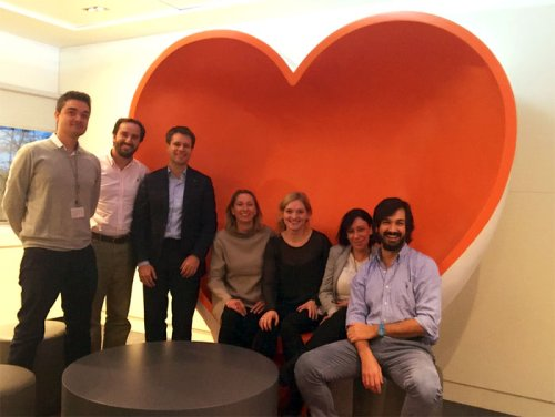 Two families sharing the love seat at ING Spain in Madrid. From left to right: Javier Crespo, Enrique Rodriguez, Joe Bloemendaal (Mitek), Irina Shavgenia, Loes Bomans, Maria Eugenia and Pablo Ordás (ING).